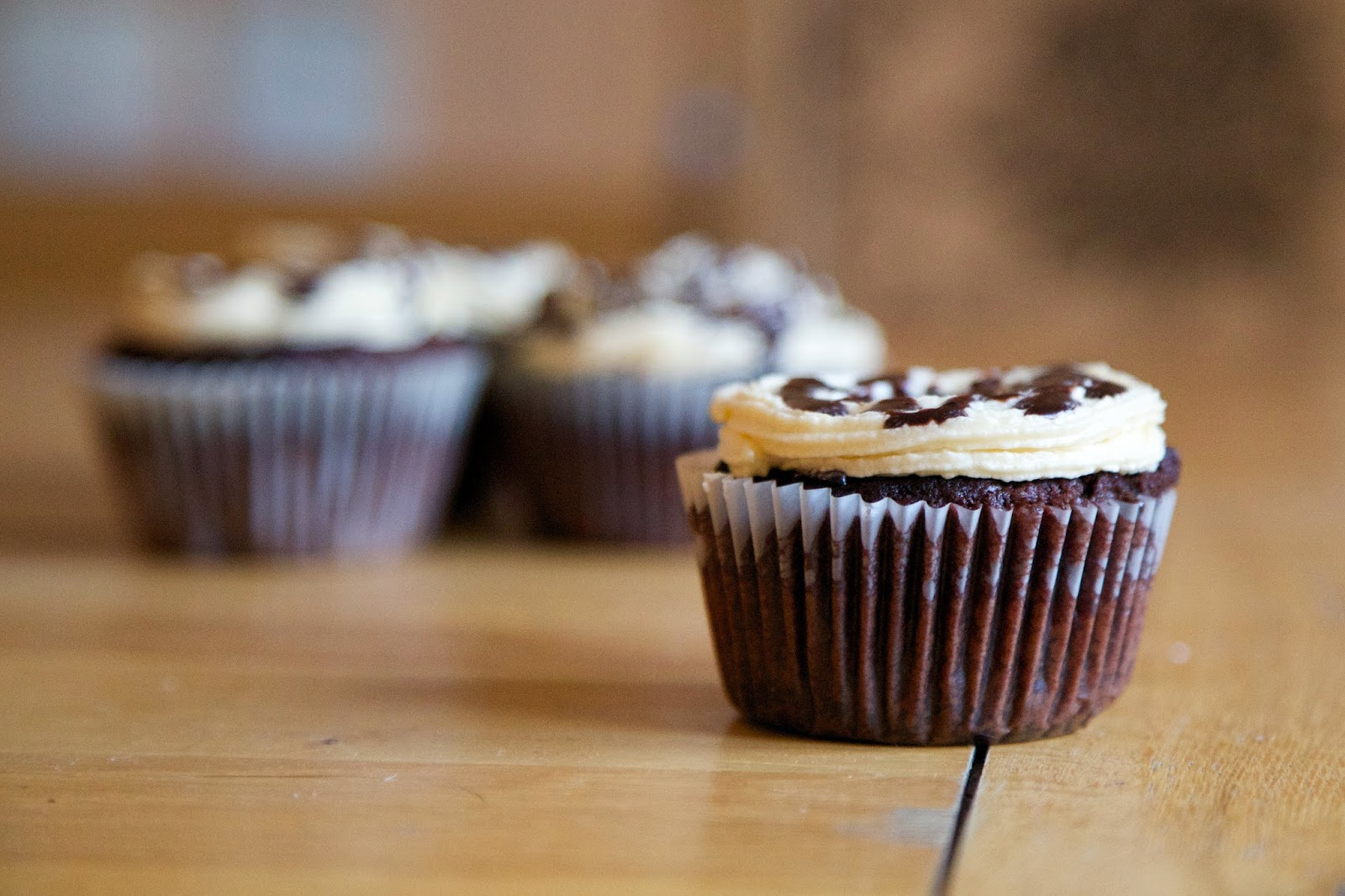 Chocolate cupcakes with baileys frosting and chocolate sauce