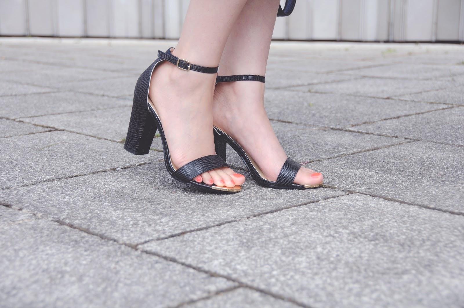 block heeled sandals in black