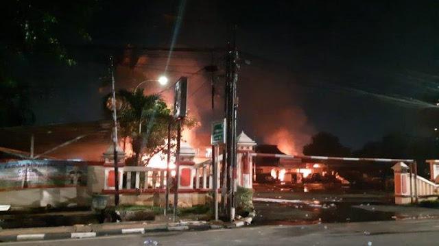 Pengeroyokan Anggota TNI Berujung Pembakaran Polsek Ciracas, Istana Bilang Begini