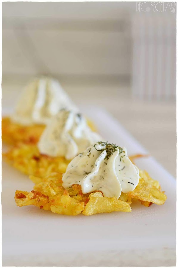 Costra de patata, crema de queso,eneldo, entrante navidad, aperitivos fáciles y elegantes, entrantes para sorprender