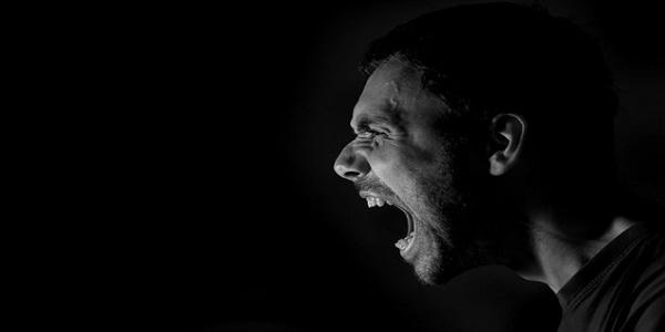Ο θυμός και η επιθετικότητα καταστρέφουν την καρδιά των ανδρών