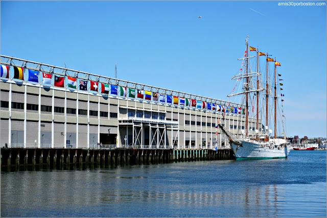 Buque Escuela de la Armada Española Juan Sebastián de Elcano en el Puerto de Boston