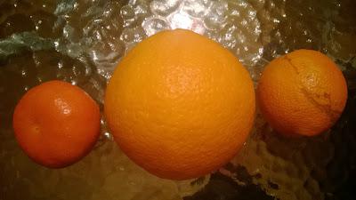 Mandarinen und Orange sind Größer als im Laden gekaufte Orangen