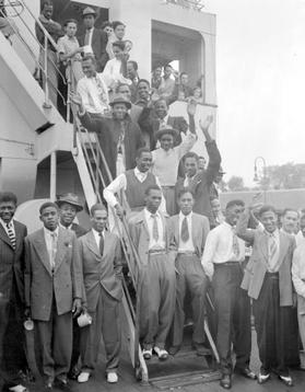 Passengers disembarking from the Empire Windrush at Tilbury Dock, June 1948