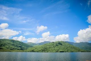 Wisata ini adalah wisata baru yang ada di Padang Lawas. Setiap hari liburan tiba, objek wisata Danau Gayambang ini selalu ramai pengunjung baik itu wisatawan local maupun wisatawan luar daerah. Selain tempatnya