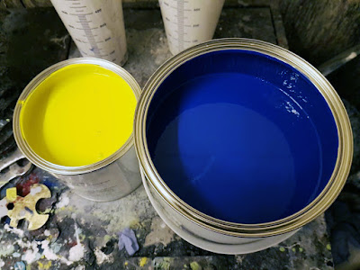 Sulfur Yellow and Porsche Z12 Voodoo Blue Paints