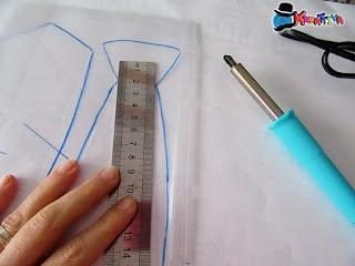 disegna cravatta su foglio trasparente
