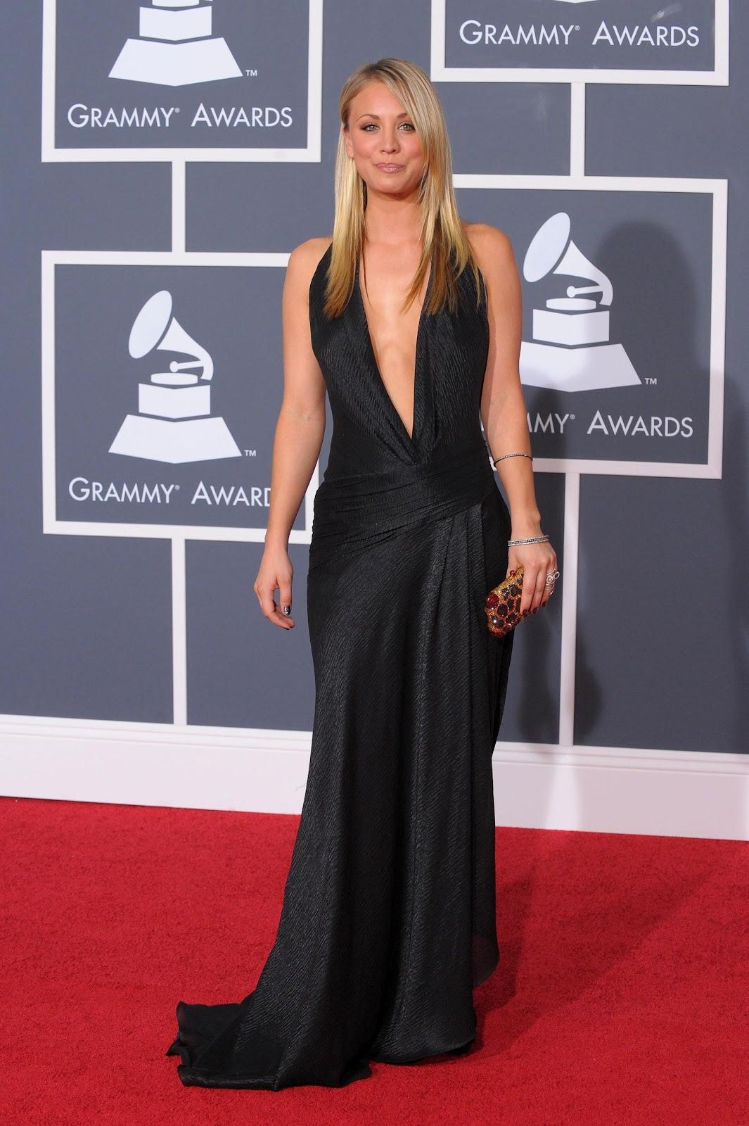 Celebrity Bra Size: Kaley Cuoco - 85D (32C)