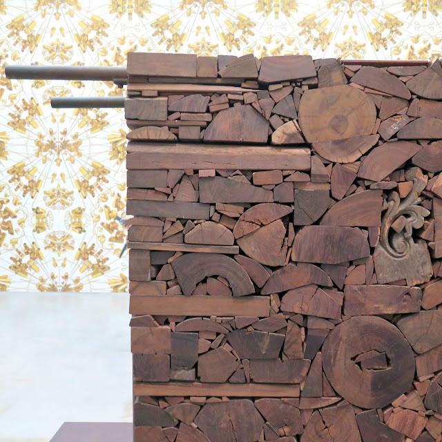 קיר עצים מהתערוכה של איי ווייוויי