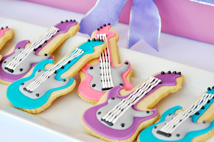 A Superstar Pop Diva Birthday Party - via BirdsParty.com