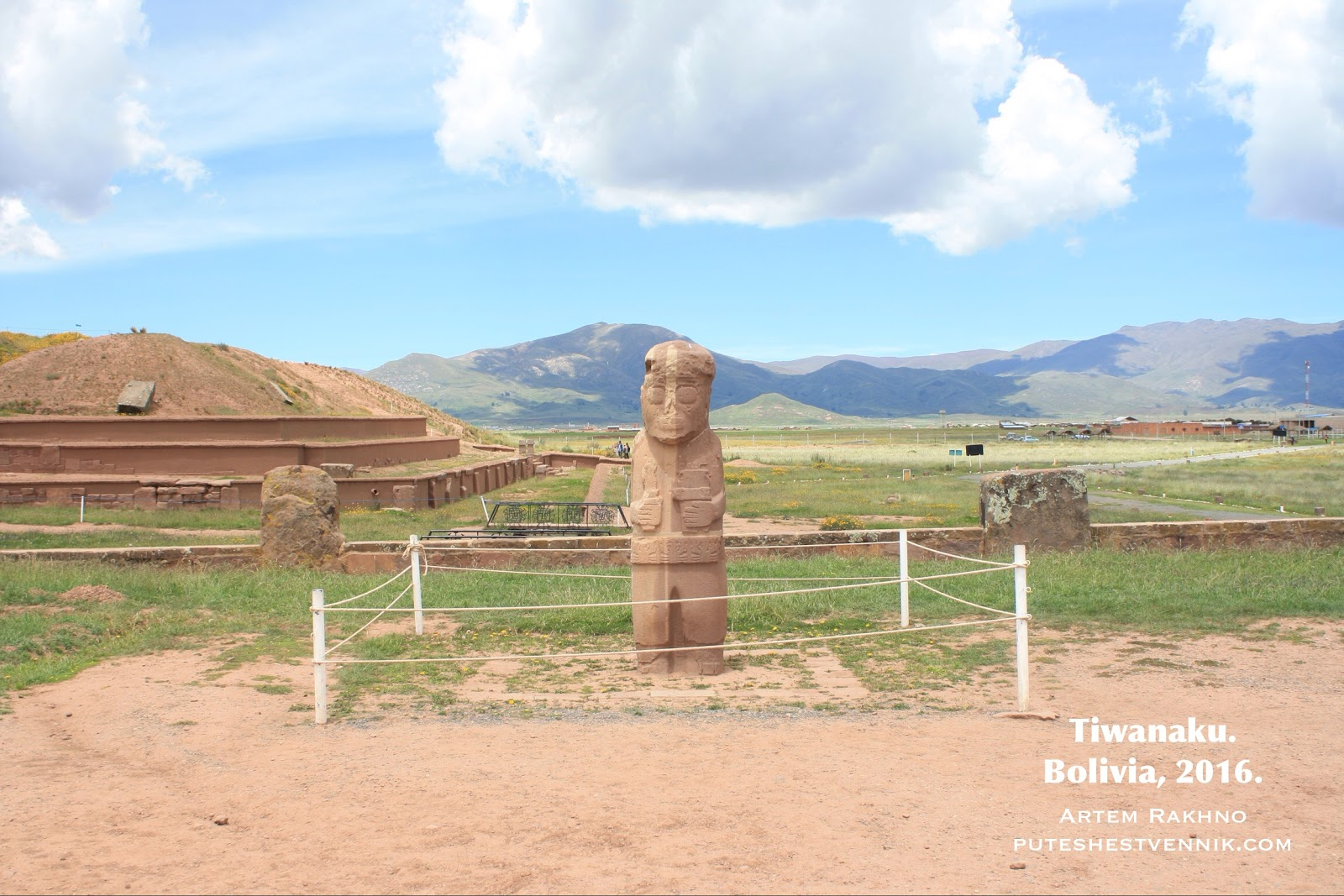 Каменный идол в Тиуанако