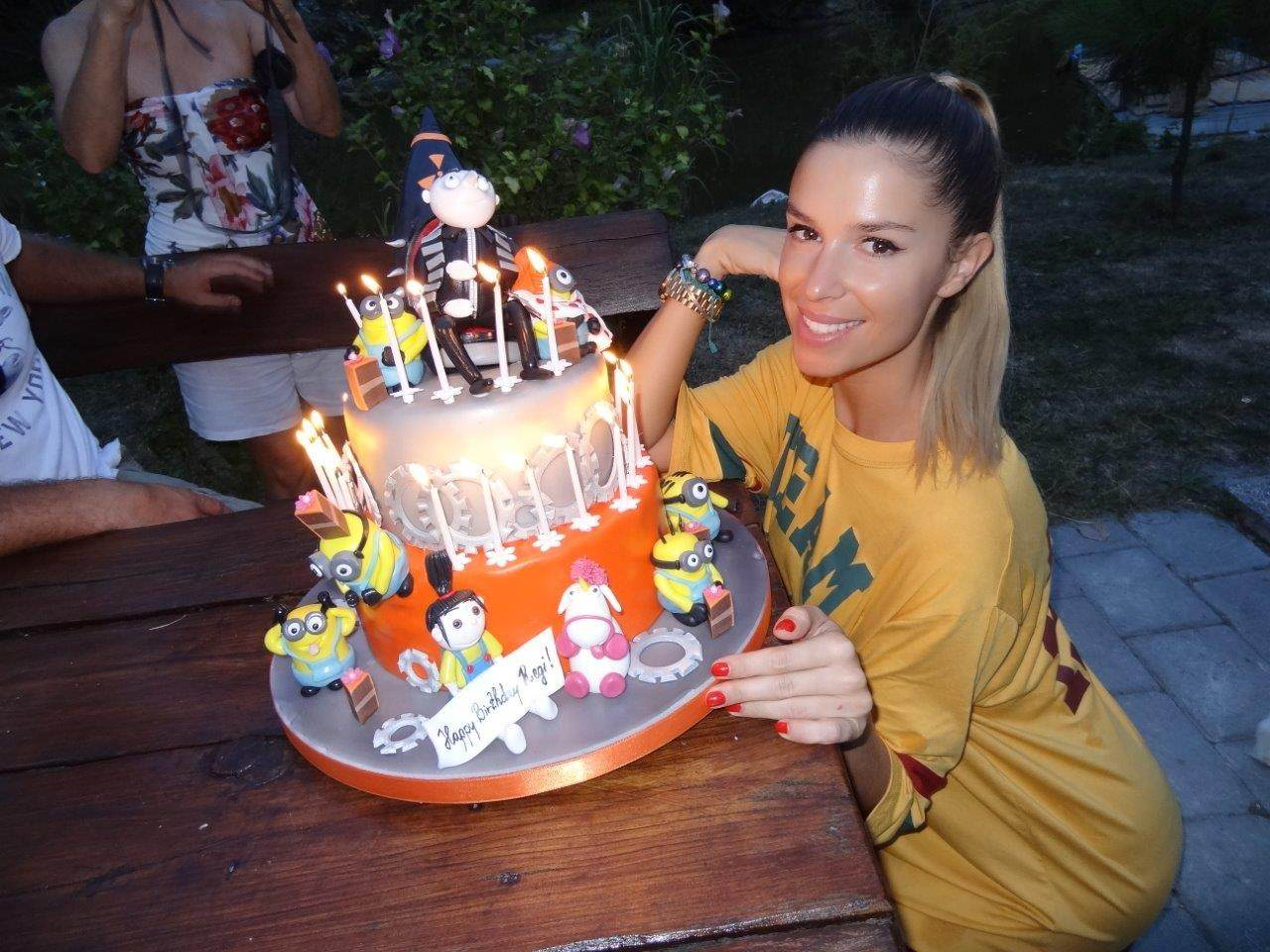 szülinapi figurák torta és karamell: Dukai Regina szülinapi tortája  szülinapi figurák