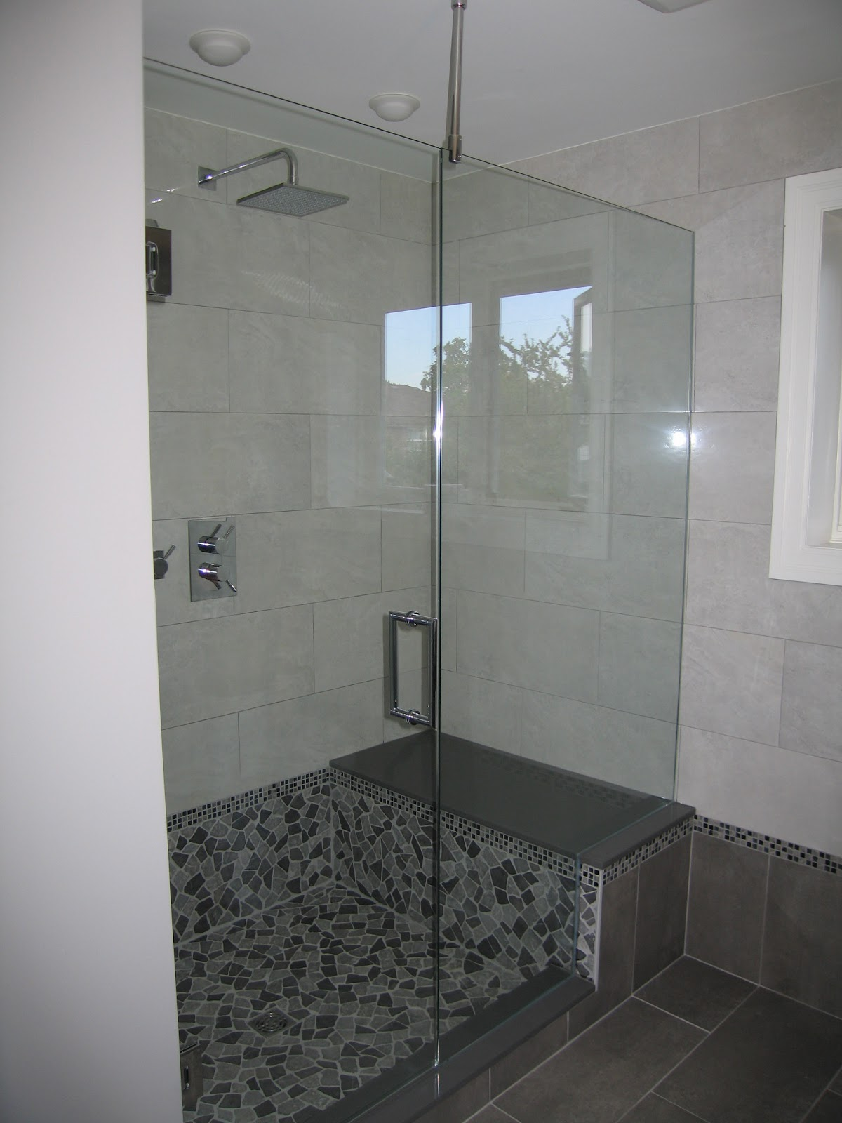 Inline Panel With Vertical Support Bar Giovani Shower Doors