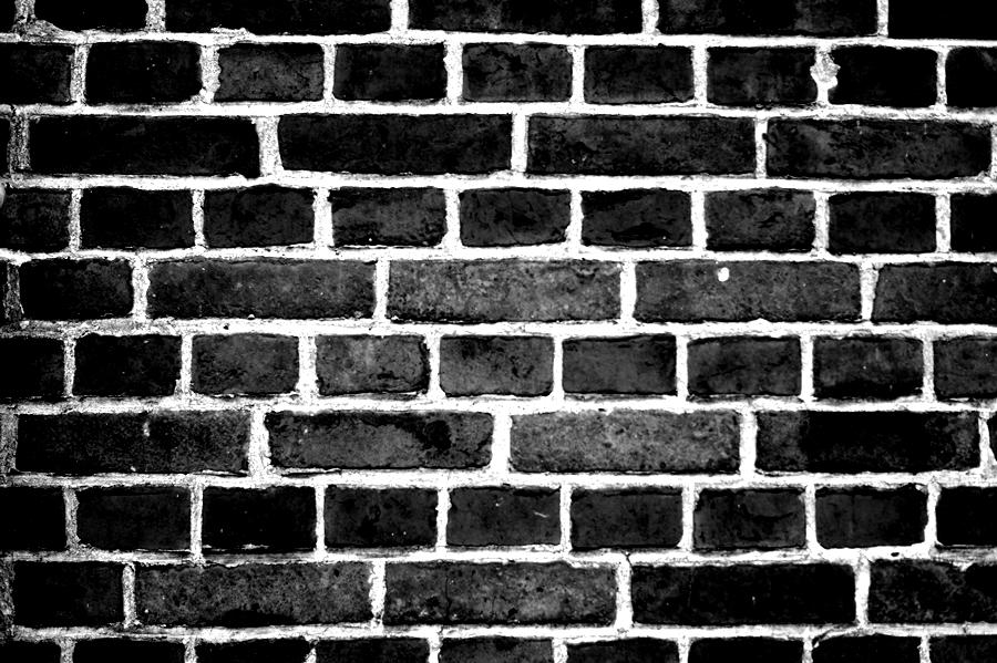 Blog + Fotografie by it's me! - fim.works - Magische Mottos - Strukturen & Rhythmen - SchwarzWeissBlick No 2 - Ziegelsteinwand