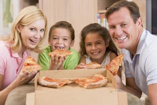 Pesan Pizza untuk Makan Malam