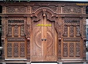 Gebyok Ukir Tempel