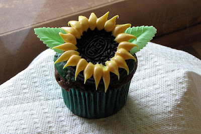 sunflower cupcake with Oreo center