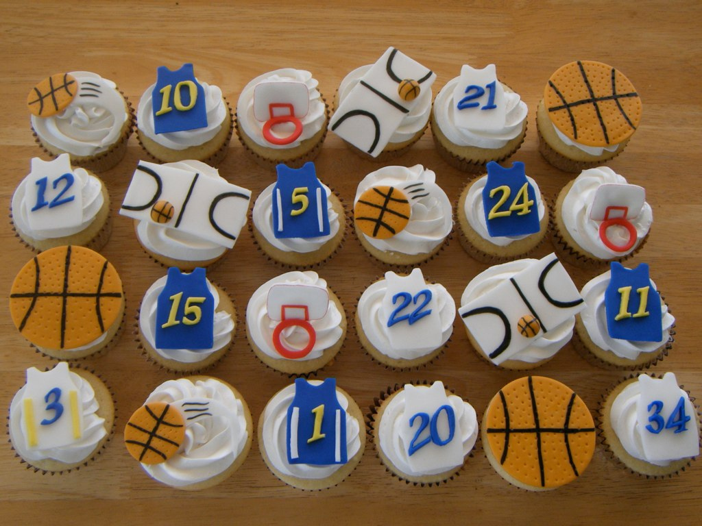 Father S Day Cupcake Decorating Idea Fondant Basketball Cupcakes