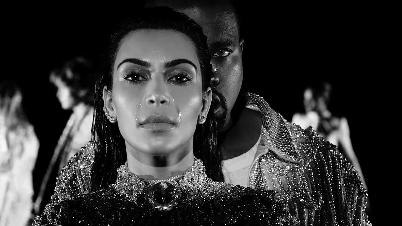 Novo clipe do rapper conta com a participação de Kylie Jenner, Alessandra Ambrosio, Cindy Crawford e outros famosos.
