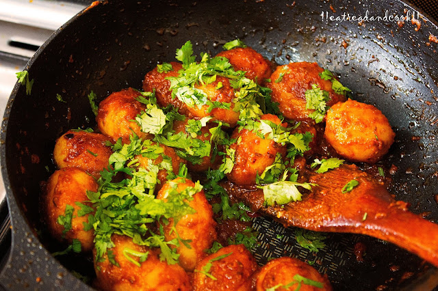 simple and easy Rastar Moto Aloor Dom / Street Style Dum Aloo recipe and preparation