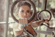 Após gravidez, Kelly Key exibe corpo sarado em campanha de moda fitness