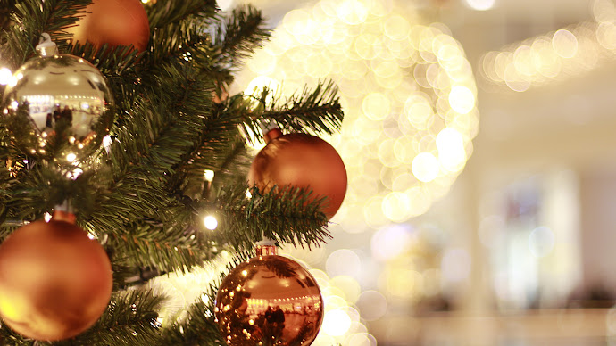 Wallpaper: Christmas: Tree. Decorations. Balls