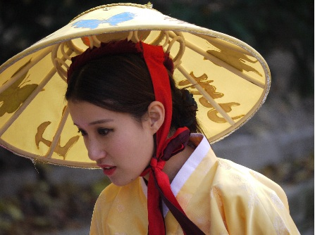 girl in traditional Korean costume