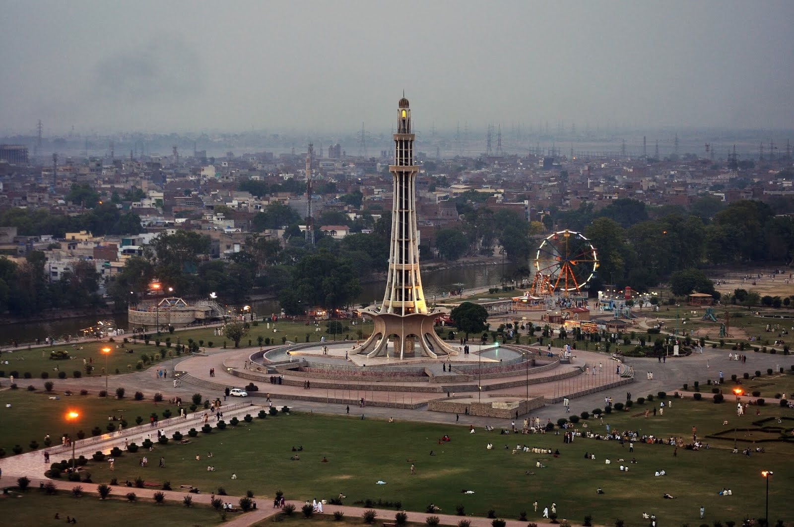 Badshahi Mosque, Best in Pakistan, Best Places in Lahore For Photography, Best Places to Visit in Lahore, Eiffel Tower Replica, Lahore, Lahore Fort, lahore zoo, Minar-e-Pakistan, pakistan, travel guide, pakistan travel guide
