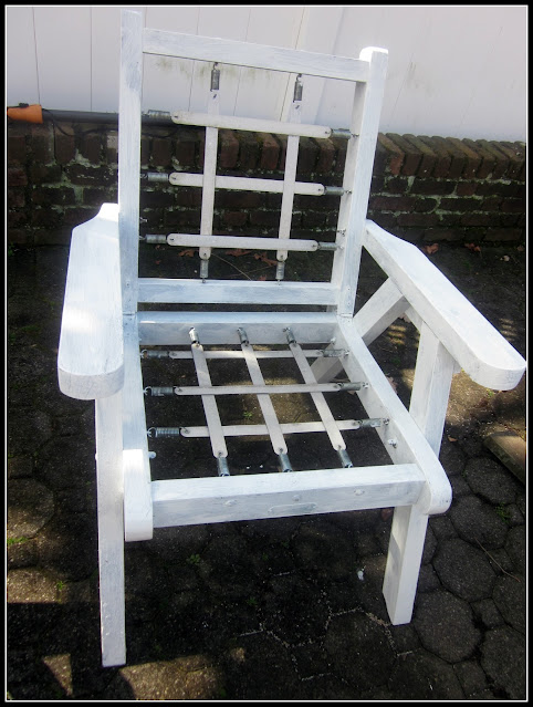 painting a redwood chair with white paint