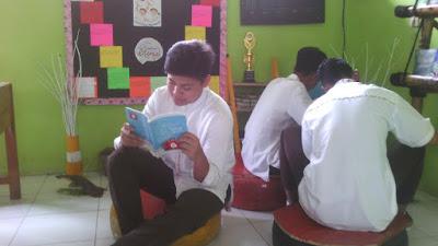 Perpustakaan Pojok Kelas di SMA Negeri 2 Indramayu