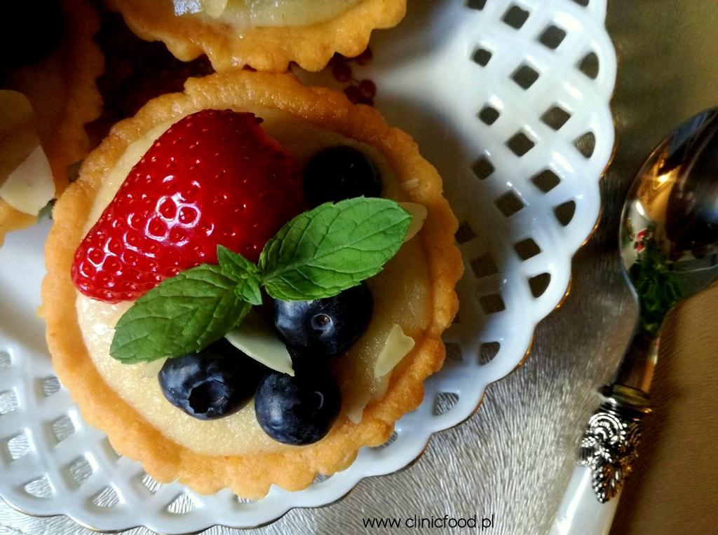 Tartaletki migdałowe z owocami
