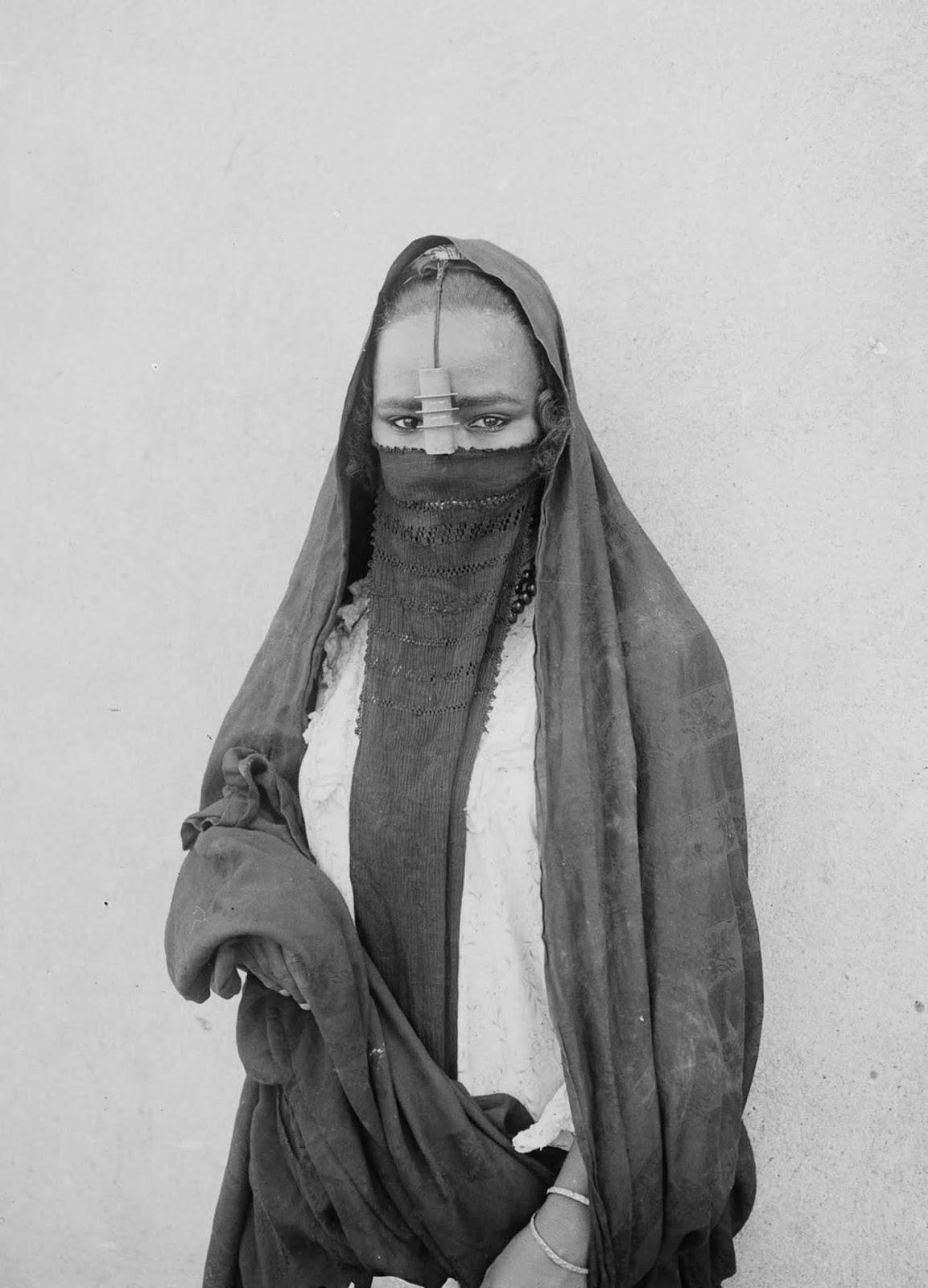 A woman of the Old Cairo. 1900.