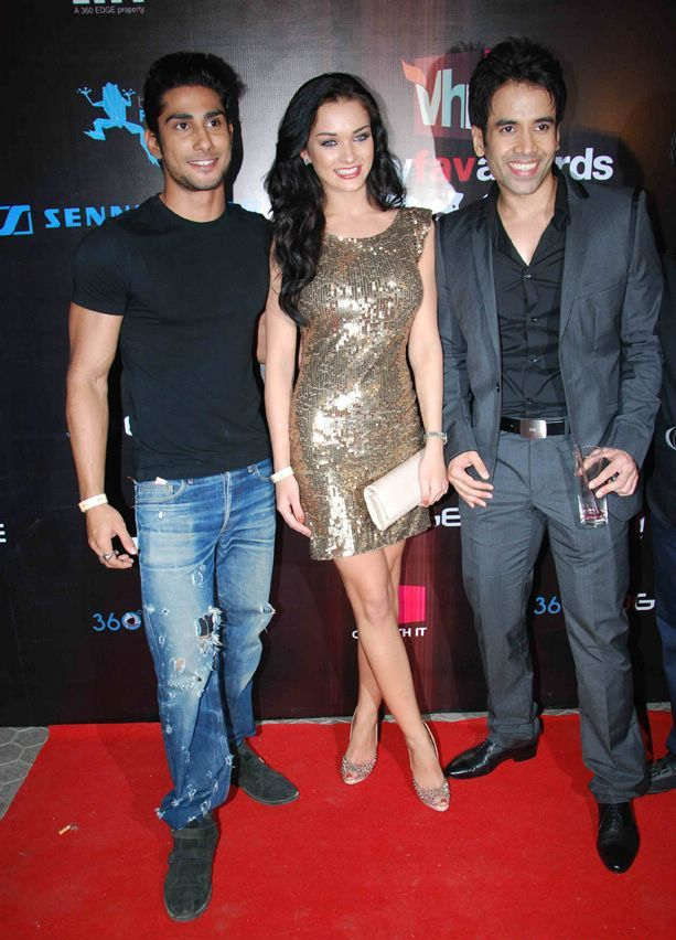 Track Mail: Prateik, Tusshar And Amy Jackson Attended The ...