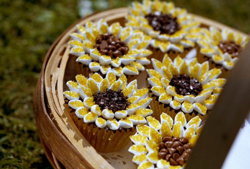 Sunflower Cupcake: Great Spring/Summer Party Cakes