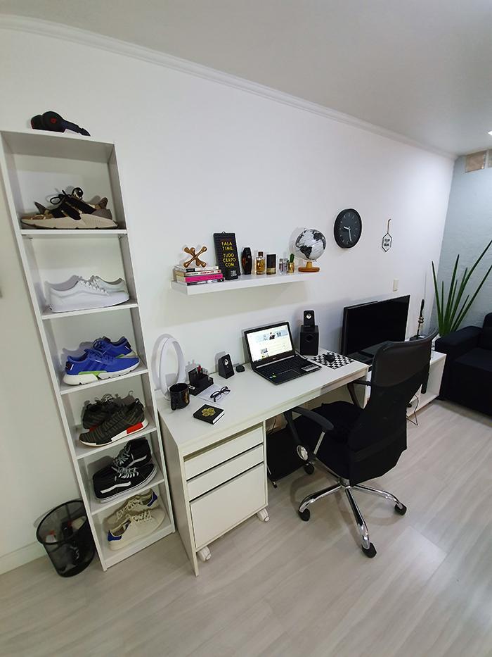 8228046a23a9 Coloquei essa estante ao lado do escritório, que também é Cenário dos  Vídeos do Macho Moda, pra posicionar alguns dos meus Sneakers!