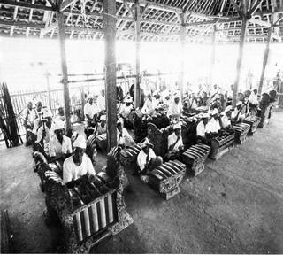 Kumpulan Gamelan Gong Gede