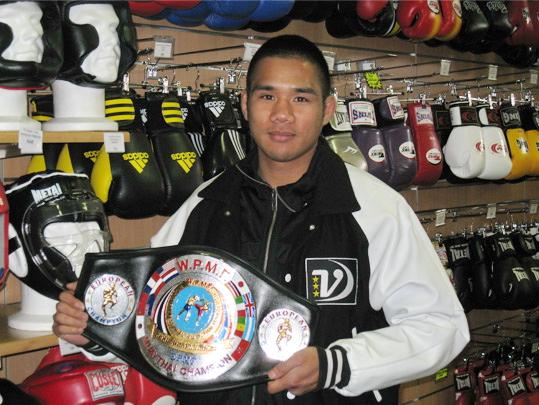Albert Chey, boxeur professionnel, entraîneur