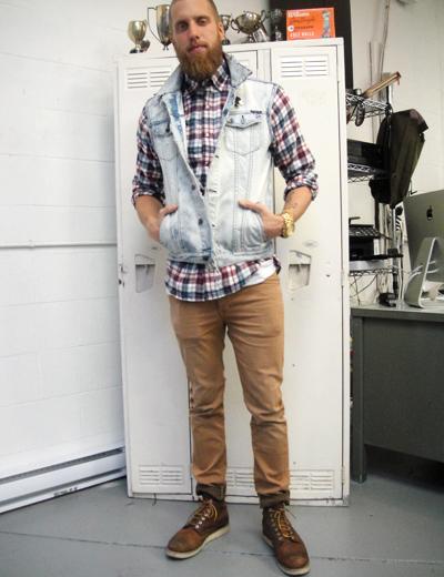 Eu particularmente acho FODA o colete jeans combinado na Camisa Xadrez, na  foto acima ficou bem legal, com Calça Marrom e bota Masculina. e897ce86d7