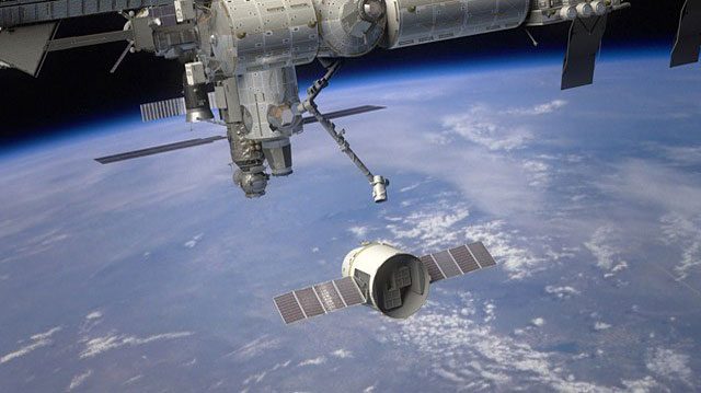 SpaceX successfully delivers Dragon spacecraft into low ...
