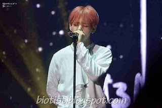 Photos Kim Taehyung or V BTS Singging in the Stage