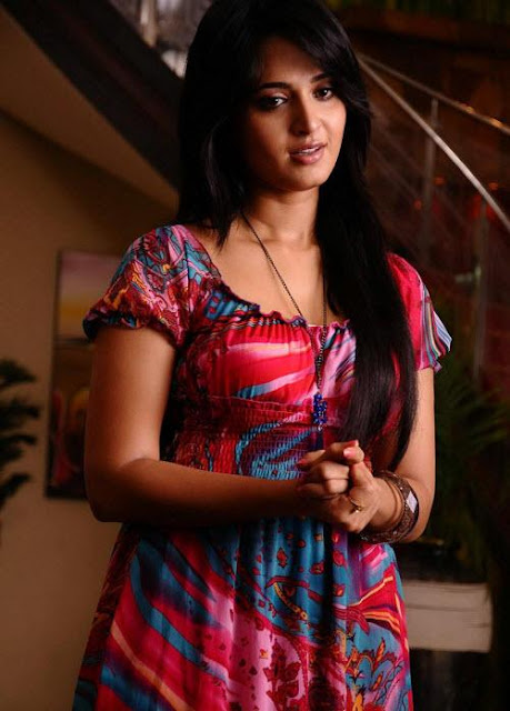 Anushka Shetty telugu hot actress photos