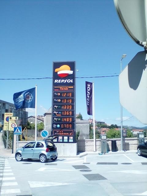 Imagem placard do preço dos combustíveis em Tui, Espanha