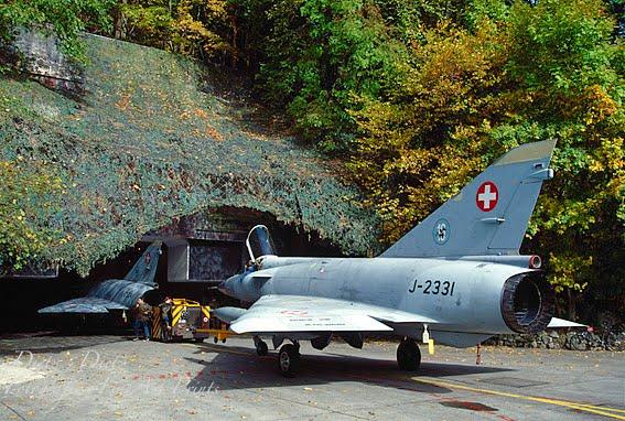 Mirage IIIS J-2331 beim Einrücken in die Kaverne X