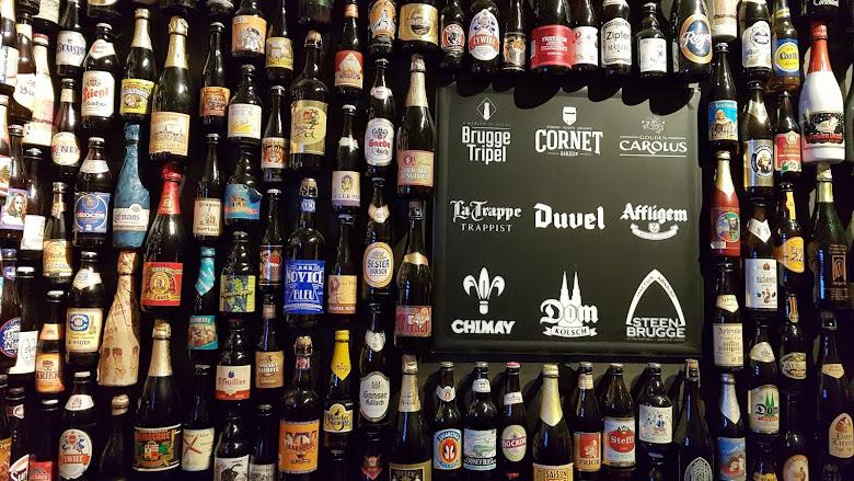 啤酒博物館內的各式啤酒展示