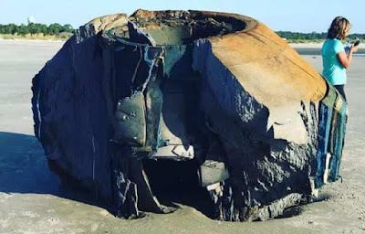 Μυστηριώδες Αντικείμενο Ξεβράστηκε σε Παραλία και Αμέσως το Άρπαξαν οι Αρχές