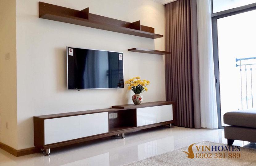 thuê căn hộ 4 phòng ngủ Landmark 1 tầng 15 nội thất đẹp | tivi phòng khách