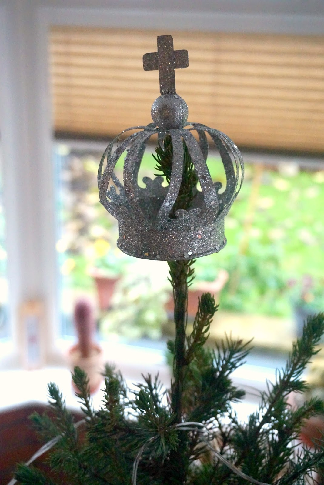 Debenhams silver crown tree topper