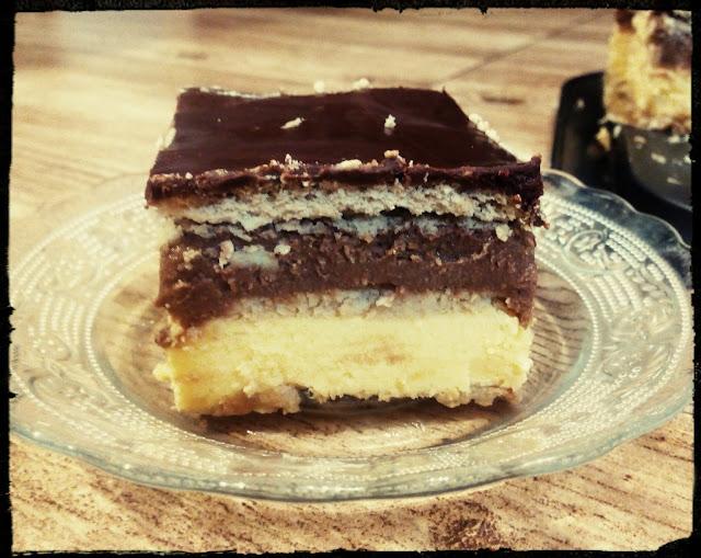 Sernik gotowany na ciastkach sernik bez pieczenia sernik warstwowy sernik na zimno sernik dwukolorowy sernik waniliowo czekoladowy sernik na herbatnikach sernik z czekolada
