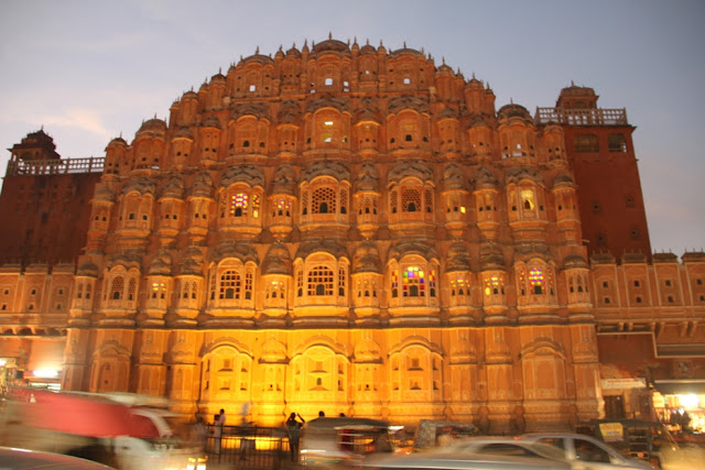 Hawa-Mahal-in-jaipur-in-night