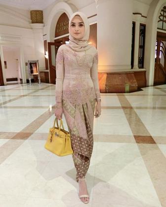 Model Baju Batik Kombinasi Brokat Terbaru Dan Terkini